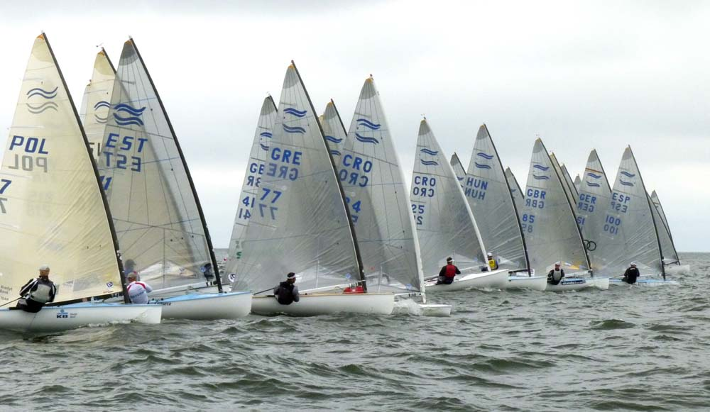 12-7-11-Finn-Race7-start_gal.jpg