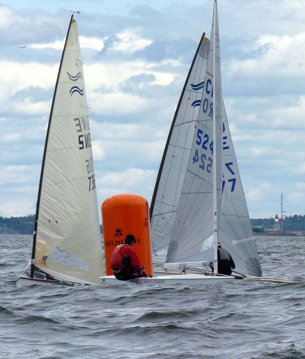 13-7-11-Finn-Race9-close-at-the-top mark_gal.jpg