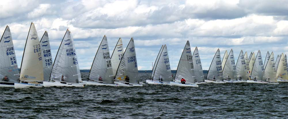 13-7-11-Finn-Race9-start2_gal.jpg